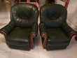 Lot de deux fauteuils en cuir véritable