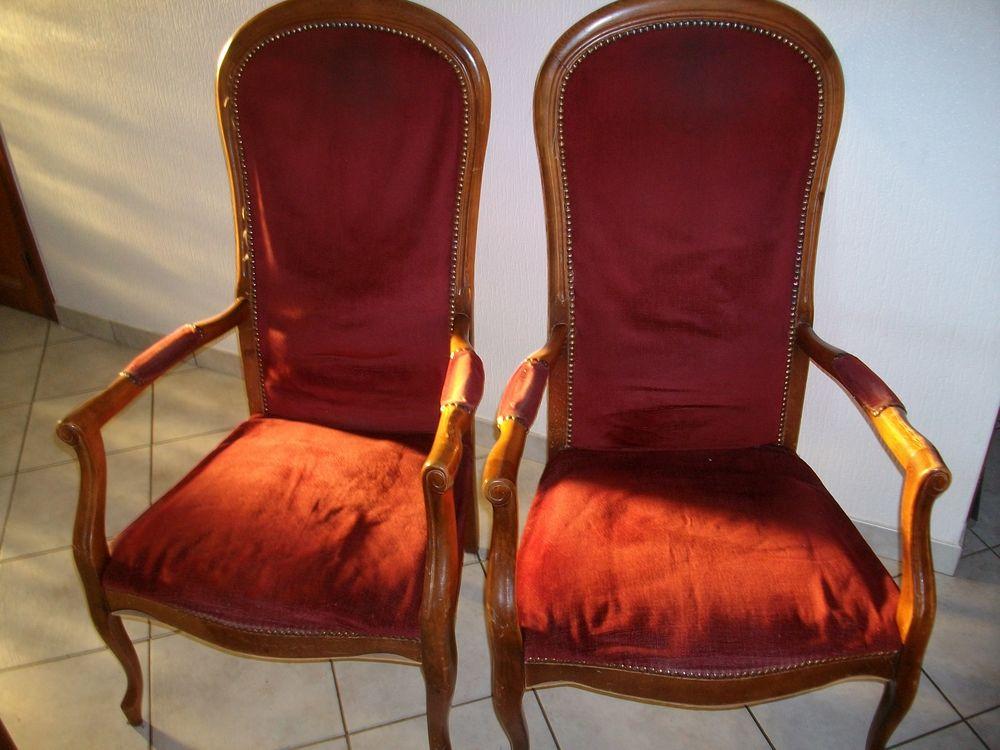 deux  fauteuils. 0 Yssingeaux (43)