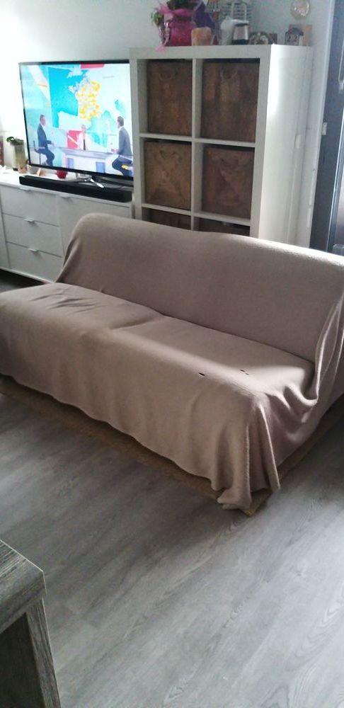 Deux grands fauteuils robustes en tissu  30 Montreuil (93)