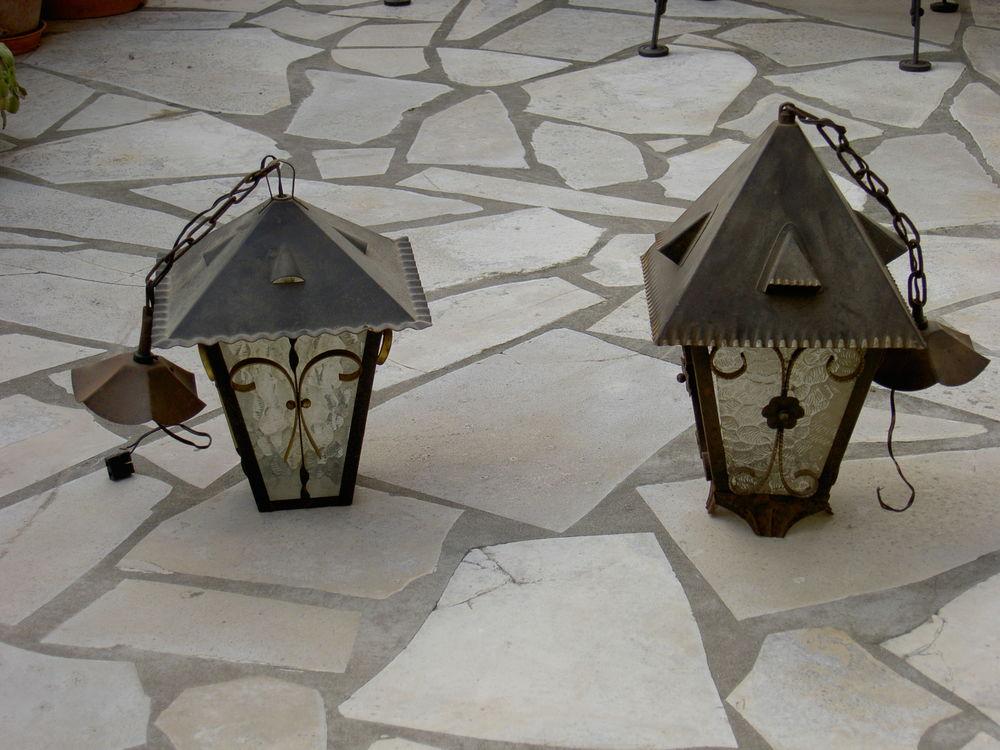 Deux lanternesaspect  ancien en métal et verre 45 Uzès (30)