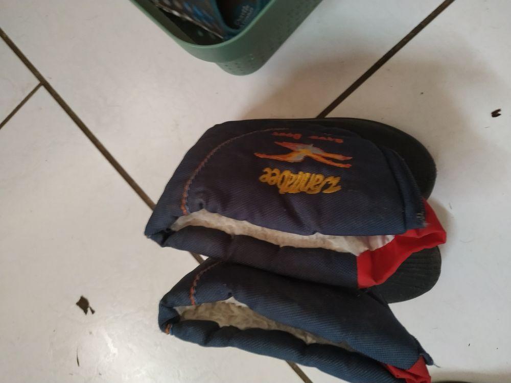 20€ deux paires de bottes taille 24 et 26 20 Accolay (89)