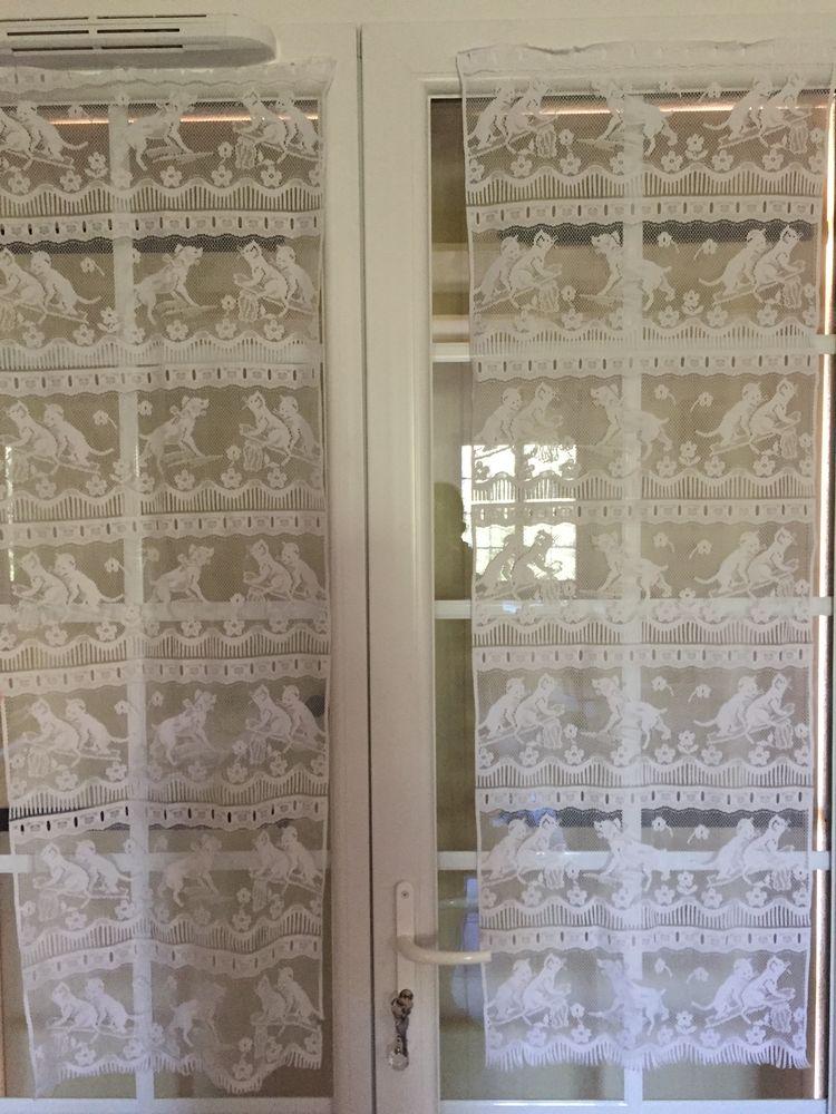 Deux rideaux blancs avec des motifs de chiens et de chats 10 Nîmes (30)