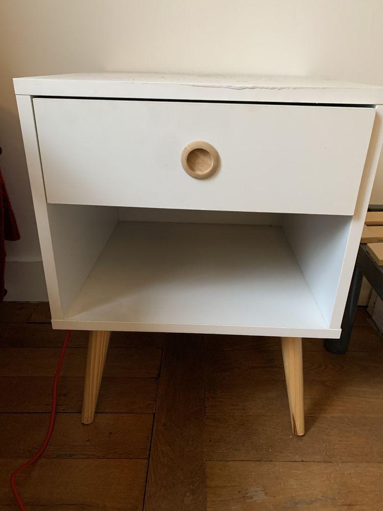Deux tables de chevet très pratiques en bois peint blanc 40 Paris 18 (75)