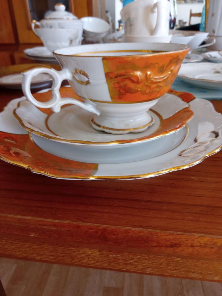 Deux Tasses À Thé Avec Soucoupe Et Assiette À Dessert  60 Cheminot (57)