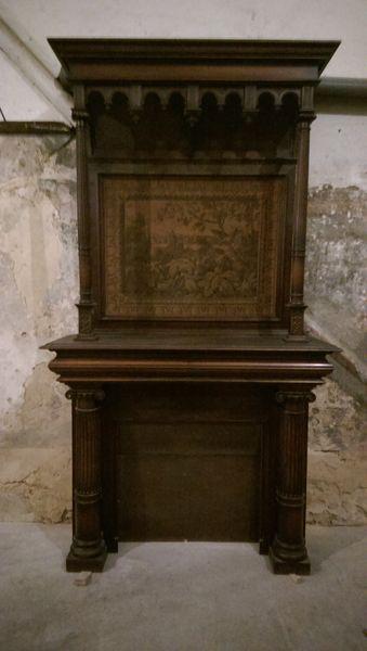 Devant de cheminée en bois avec une tapisserie 1500 Montpellier (34)