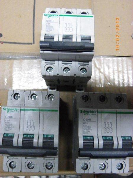 Disjoncteur C60H 3 x 16A courbe C 40 Nantes (44)