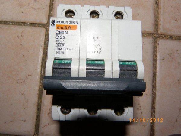 Disjoncteur C60N 3x32a 20 Nantes (44)