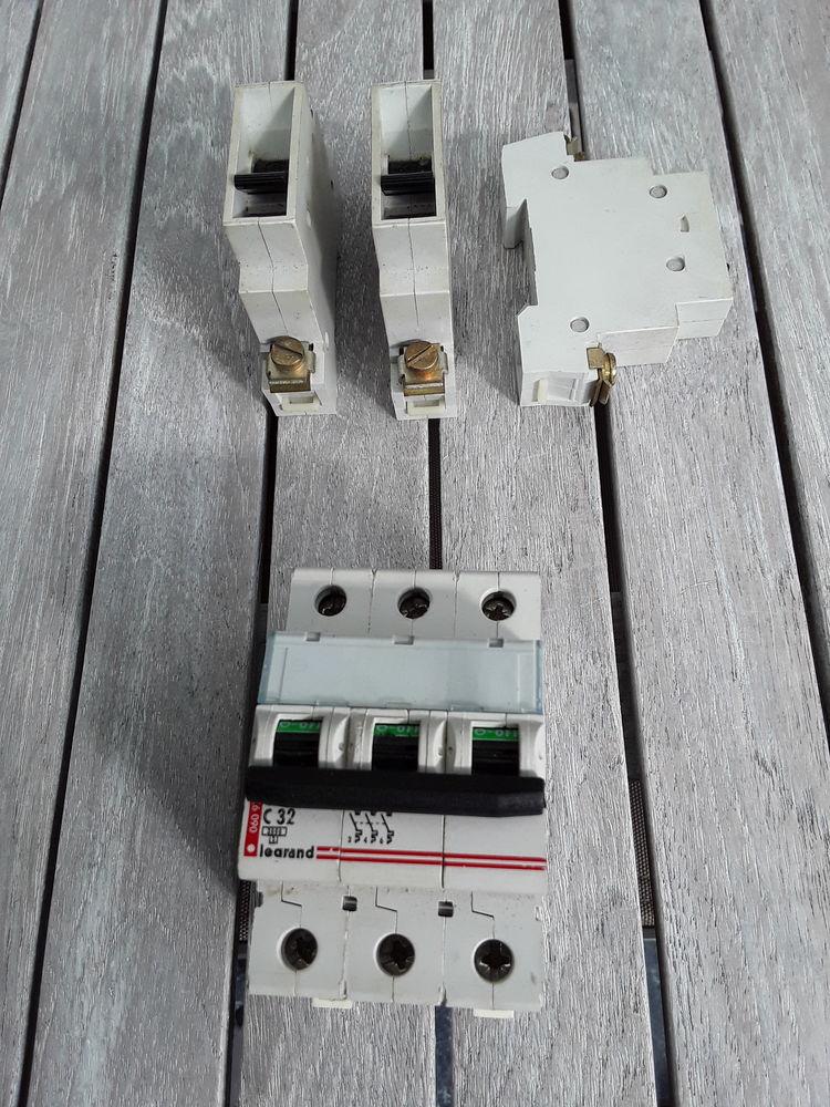 Disjoncteur électrique  15 Halluin (59)