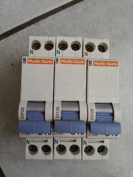3 disjoncteur merlin gerin 10a 5 Mitry-Mory (77)