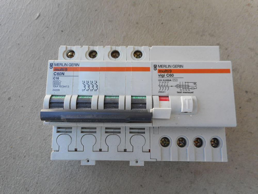 Disjoncteur tétra polairre16A 30mA 20 Bondy (93)