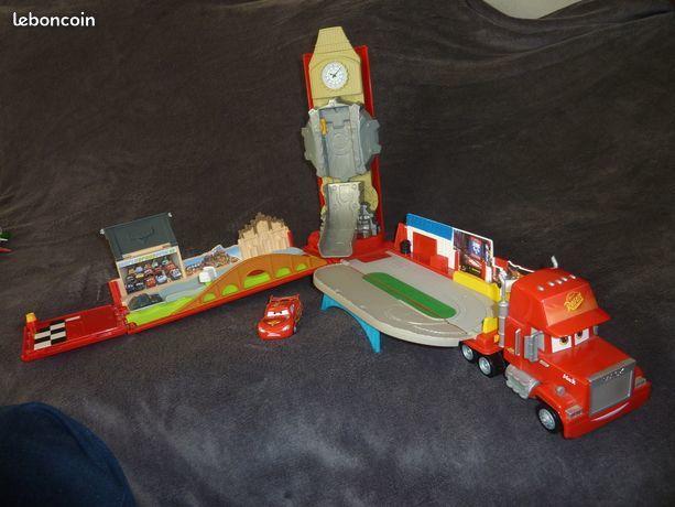 Disney Cars - W6605 - Camion Mack Play World - Méga playset 25 Annecy (74)