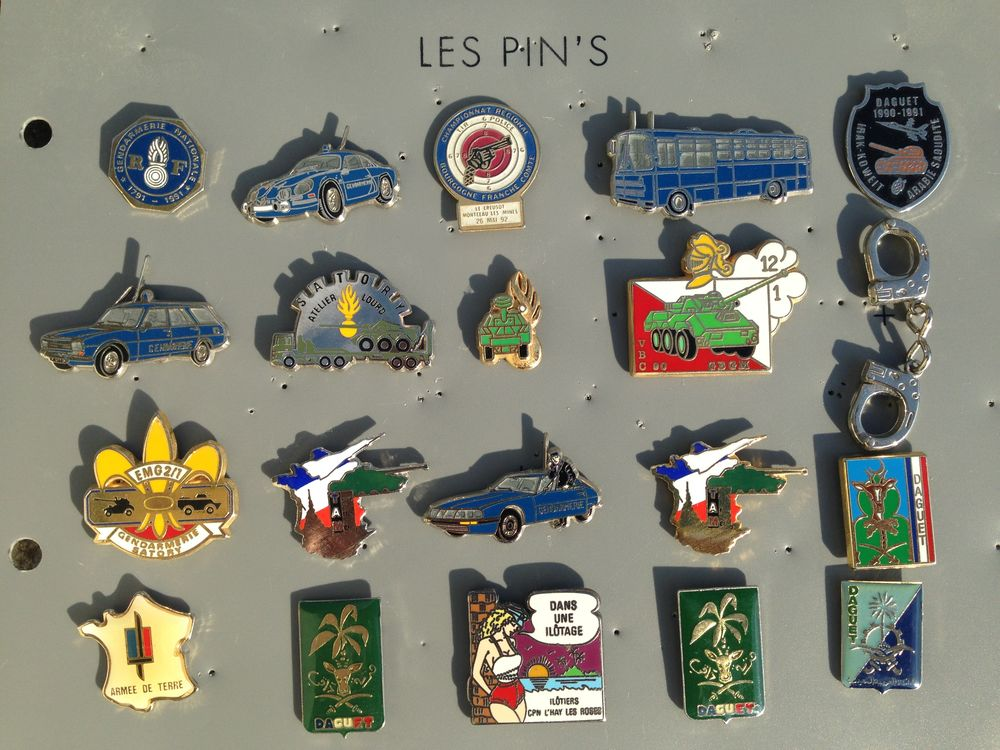 divers pin's de la Gendarmerie.... 4 Saint-Vallier (71)