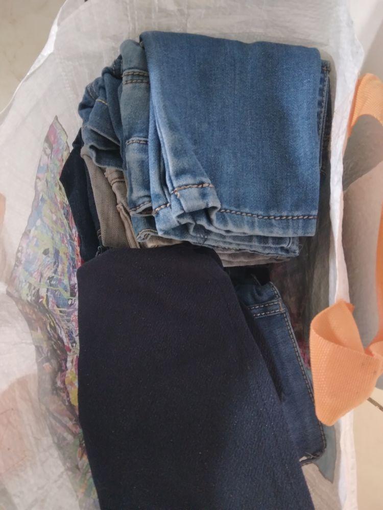 Divers meubles et vêtements... 500 Sainte-Anne (97)