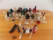 Divers miniatures de flacons de parfum