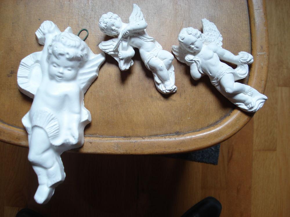 divers petits anges en plâtre 0 Mérignies (59)