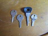 diverses clefs voiture et bouchon essence Citroën 0 Mérignies (59)