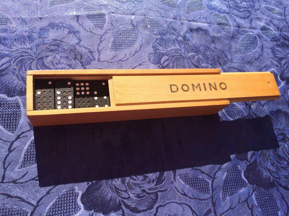 Dominos en bois et leur plumier de rangement 3 Bellaing (59)