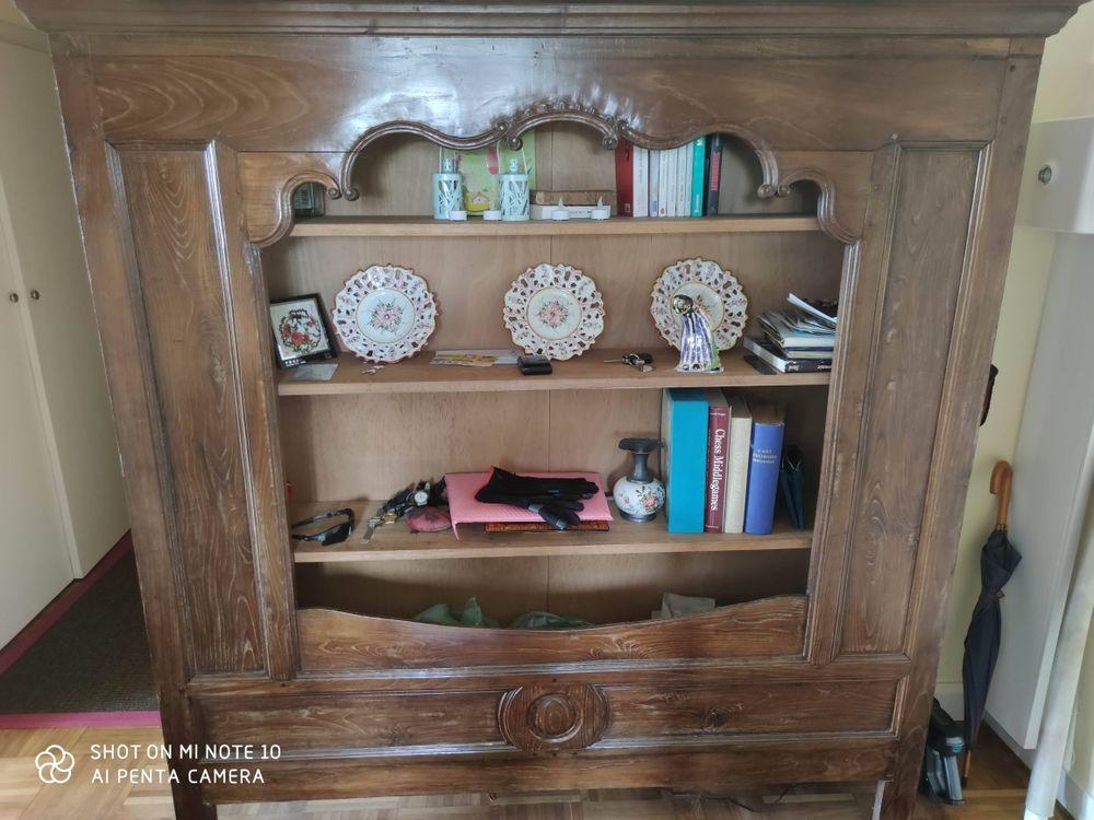 DONNE Un lit clos breton transformé en bibliothèque  en chêne massif en très bon état. Dimensions:  Largeur 180 Hauteur 188 Profondeur 33. 0 Saint-Brieuc (22)