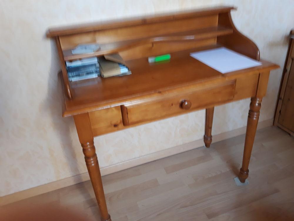 donne divers petits meubles Meubles