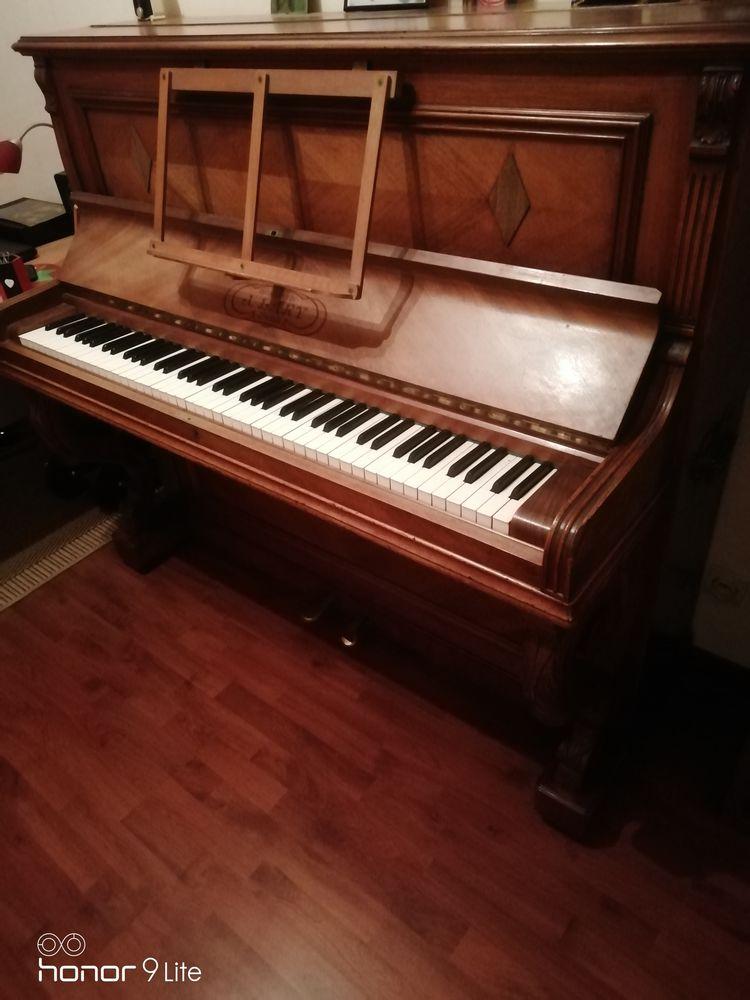 donne un piano droit et tabouret 0 Dammartin-en-Goële (77)
