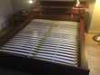 lit double IKEA gamme HOPEN de couleur acajou Meubles