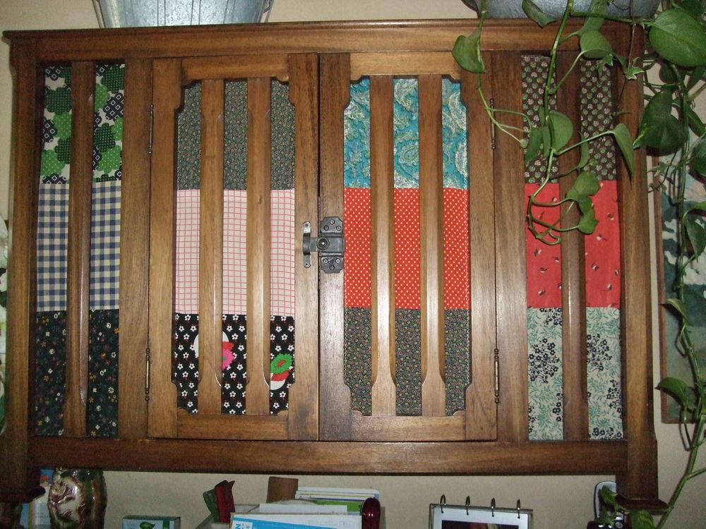 Doubles rideaux et nappe multicolor en patchwork. 350 Sablet (84)