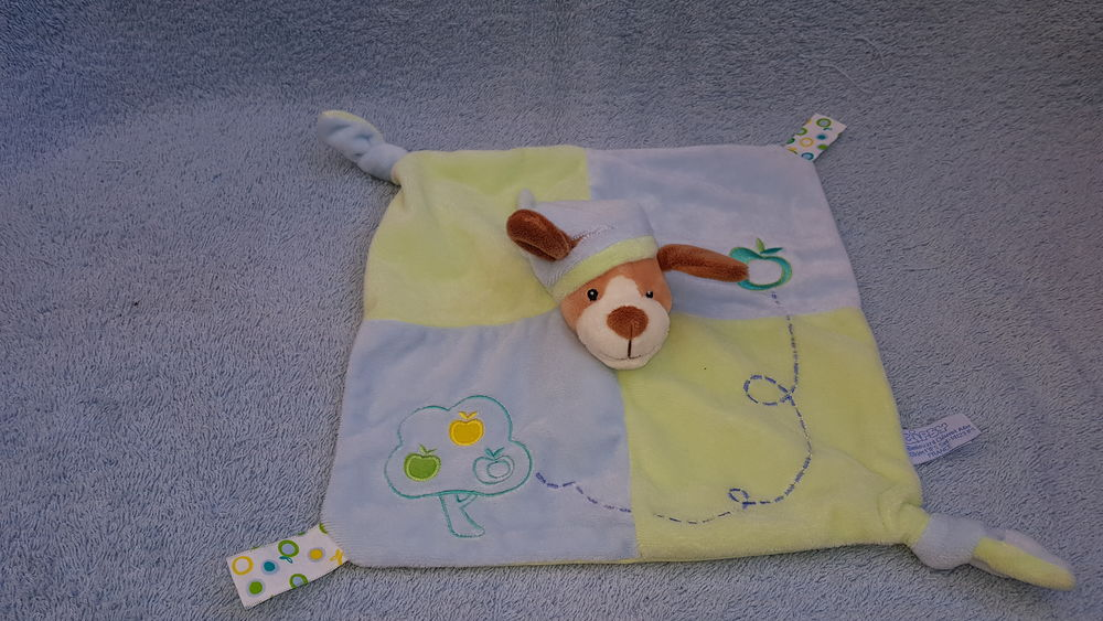 Doudou chien  carre plat bleu et vert - pommier - Gipsy 8 La Clotte (17)