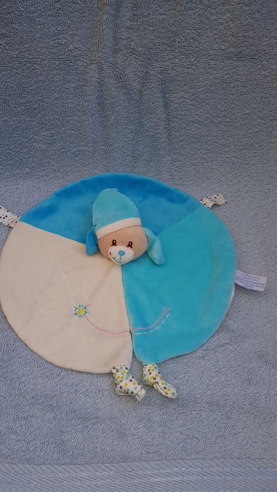 Doudou rond chien bleu et blanc - Fleur - Gipsy 10 La Clotte (17)
