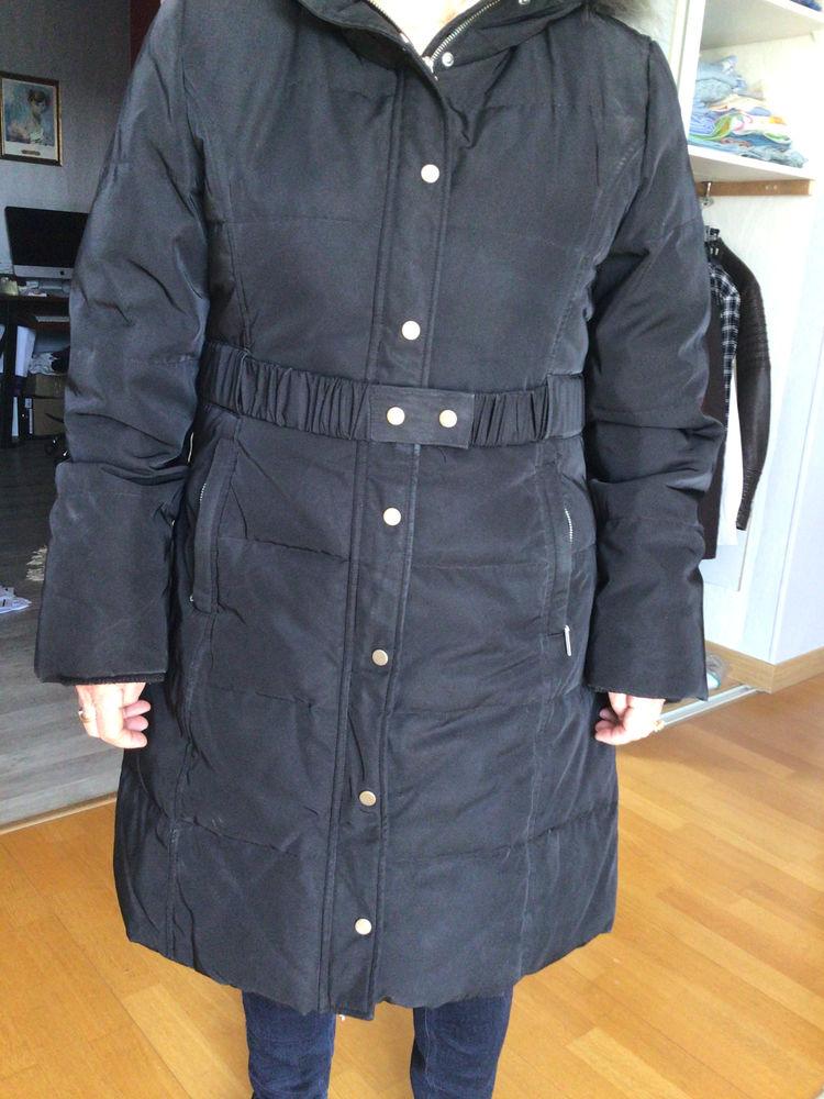 Doudoune de couleur noir 10 Le Coudray-Montceaux (91)