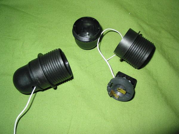Une Douille avec interrupteur à tirette  E27 noire  10 Marseille 13 (13)