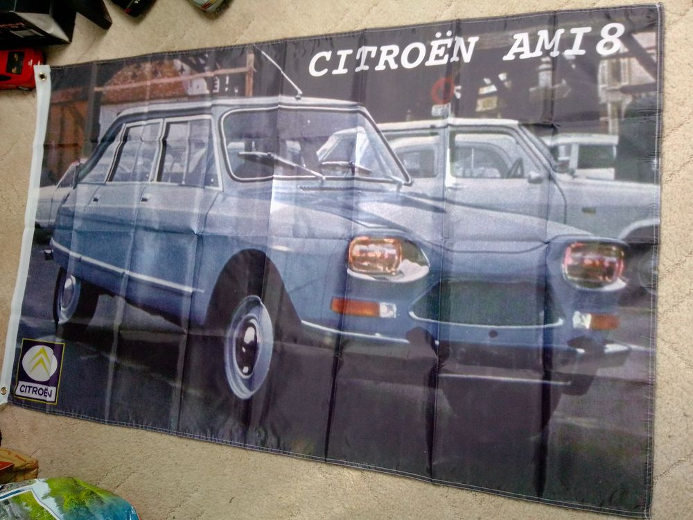 Drapeau Citroën Ami 8, neuf 25 Saint-Hernin (29)