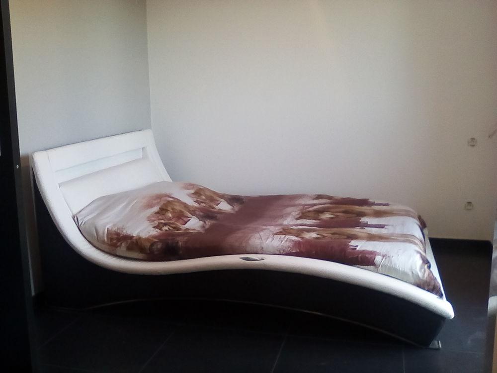 Echange ou lit design simili cuir contre lit coffre. 1 Nimes (30)
