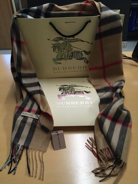 Achetez echarpe burberry neuf - revente cadeau, annonce vente à ... 61ab986de18