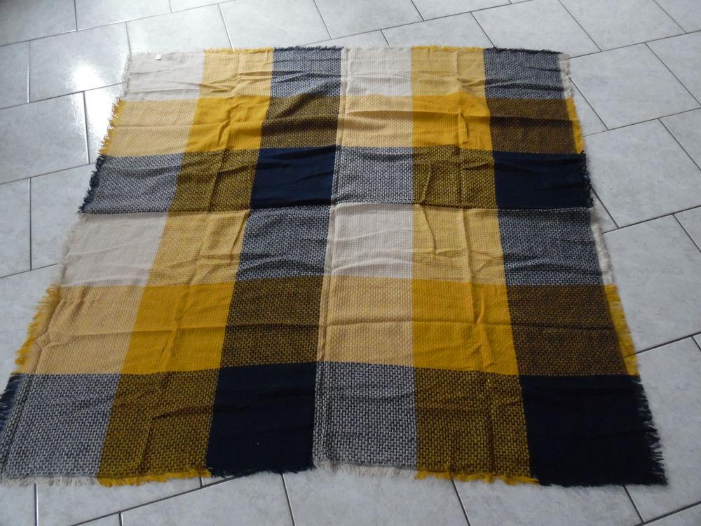 Echarpe carrée coloris moutarde, marine, écru - NEUVE 10 Abbeville (80)
