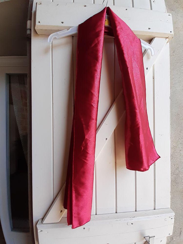 Echarpe femme rouge satinée 2 Grisolles (82)