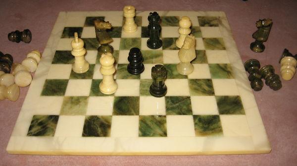 jeu d'échecs en marbre 50 Cours-la-Ville (69)