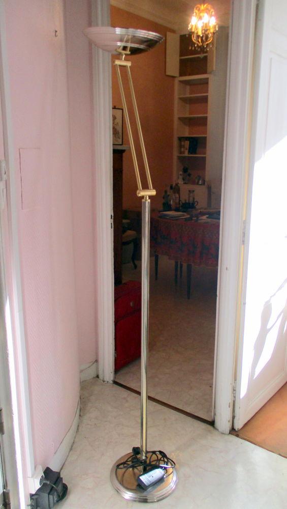 ECLAIRAGEE -BEAU LAMPADAIRE HALOGENE METAL DORE , ARTICULE  55 Marseille 6 (13)