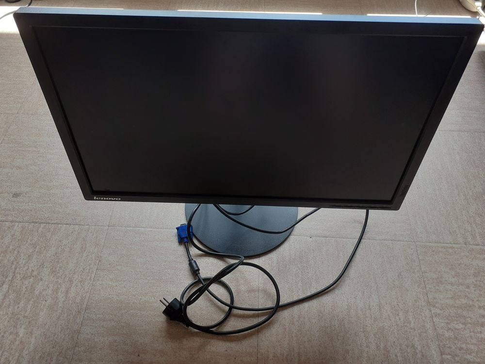 1 écran ordinateur LENOVO 60 cm Matériel informatique