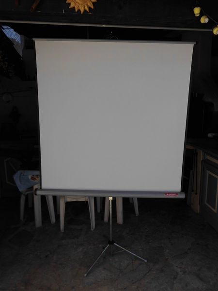 écran pour  projection  70 Puget-sur-Argens (83)