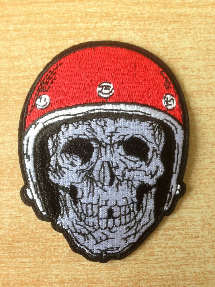 Écusson biker motard tête de mort casque rouge 4 Carnon Plage (34)