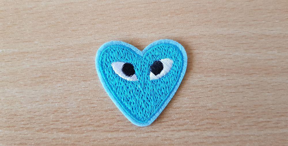 Ecusson brodé  C?ur bleu + yeux  4x4 cm thermocollant 6 Carnon Plage (34)