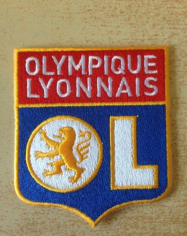 Écusson équipe de football lyon olympique lyonnais 6 Carnon Plage (34)