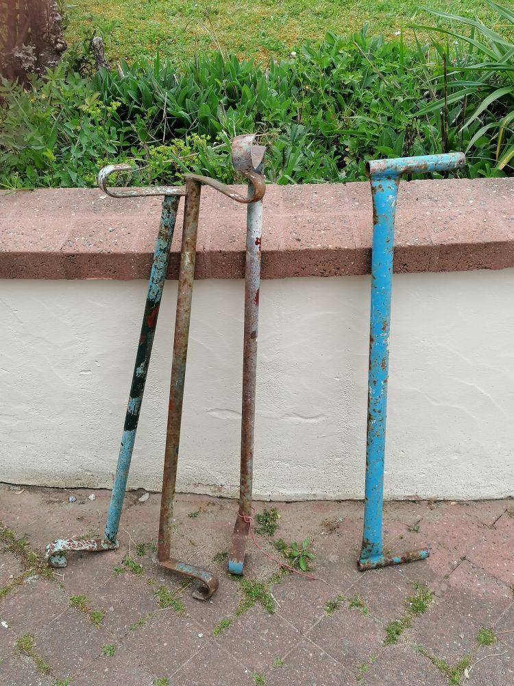 éléments échafaudage COMABI, comprenant 3 supports de plancher, 1 lisse R 200. Bricolage