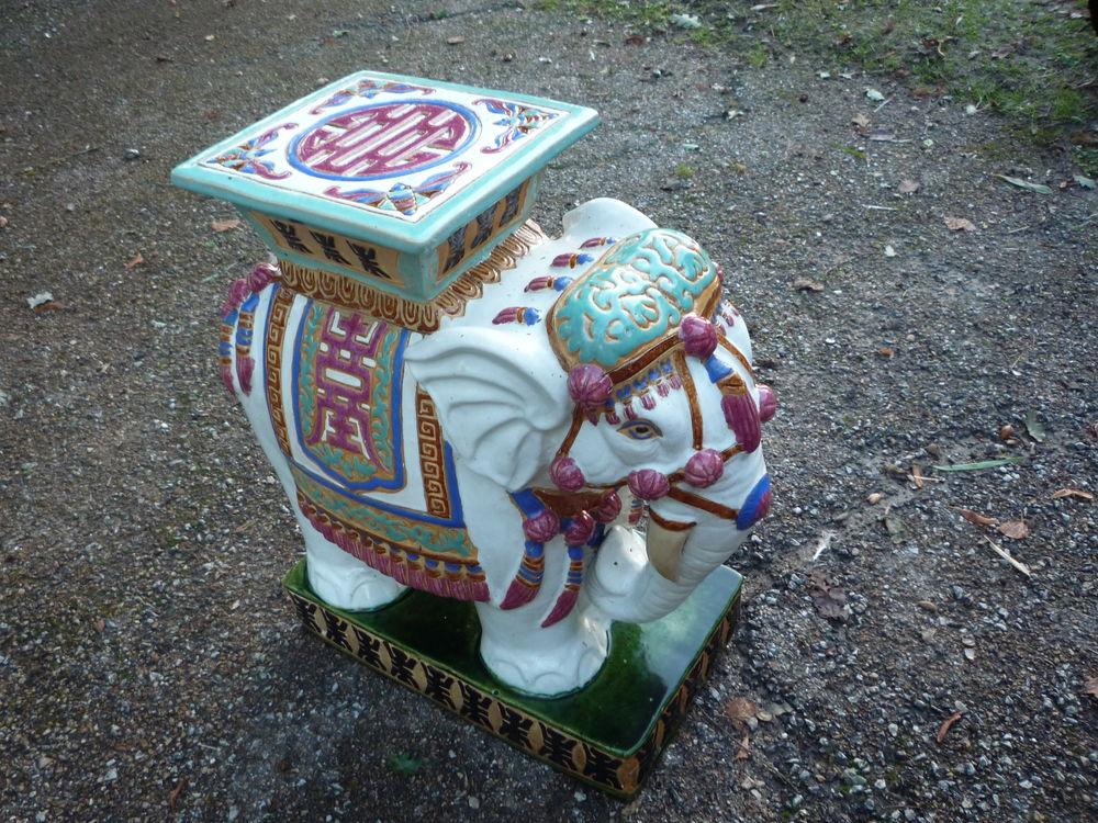 Eléphant/tabouret/table en céramique/Asie 125 Castres (81)
