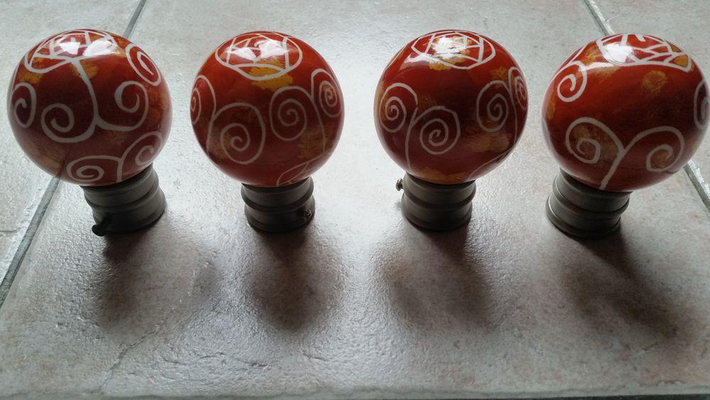 Embouts pour tringles à rideaux forme boule 25 Coubert (77)