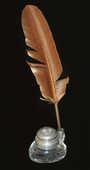 Encrier en verre couvercle étain fleur de lys et sa plume 40 Orléans (45)