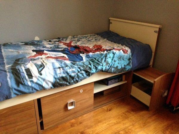 tables de chevet occasion bayonne 64 annonces achat et vente de tables de chevet. Black Bedroom Furniture Sets. Home Design Ideas