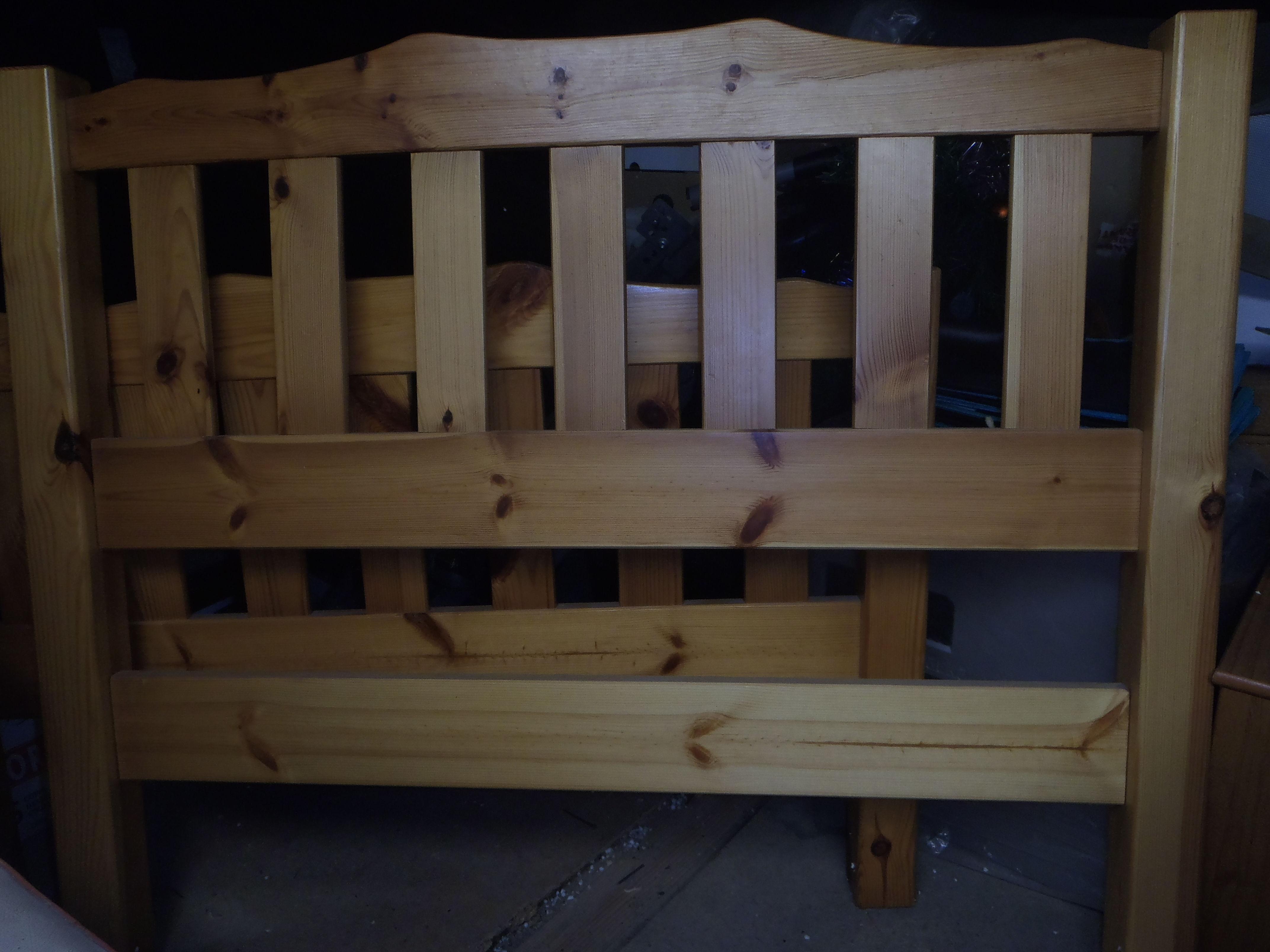 1 lit enfant en pin et un matelas  0 Pont-Salomon (43)