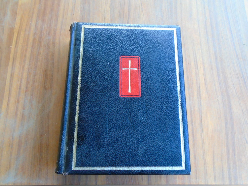 ENORME bible :28,5 -21,5-6,5 cm  : 1866 pages ; 3194 gr   ;  80 Trèbes (11)