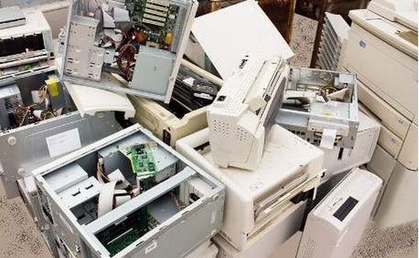 ENORME LOT INFORMATIQUE, ELECTRONIQUE Matériel informatique